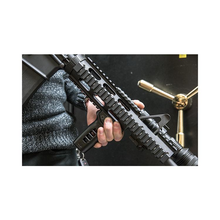 Vertikální taktická rukojeť Super Slim Vertical Foregrip, Picatinny, UTG