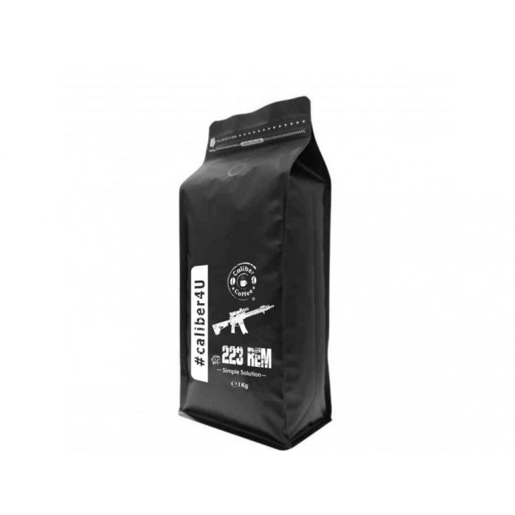 Dárkový balíček pražené zrnkové kávy Caliber Coffee® .223 Rem, 250 g, nerezový hrnek s karabinou